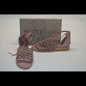 Musse & Cloud Women's Brianne Flat Sandal  Sz 9